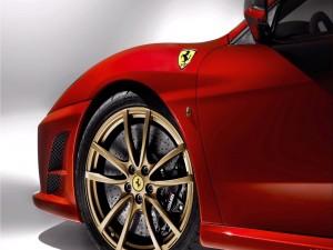 Rueda delantera de un Ferrari
