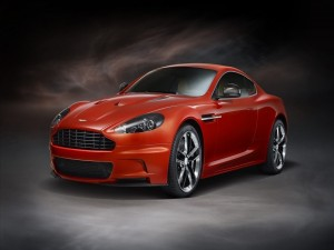 Aston Martin DBS Carbon de color naranja