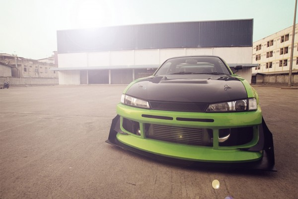 Nissan Silvia S14 verde y negro