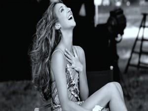 Celine Dion con una sonrisa encantadora