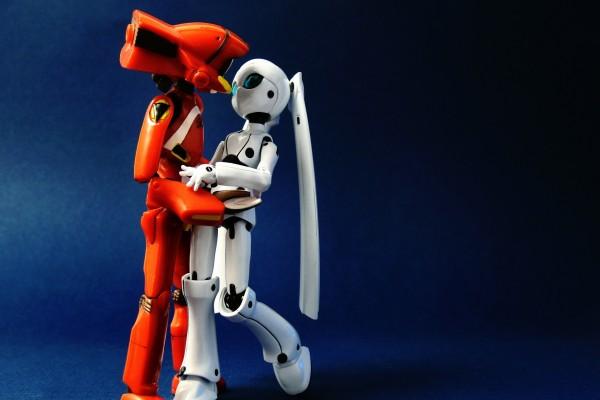 Pareja de robots besándose