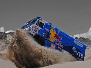 Camión Kamaz compitiendo en el Dakar
