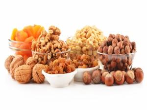 Cuencos con ricos frutos secos