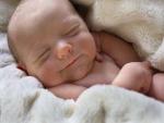 Recién nacido durmiendo plácidamente