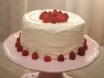 Una tarta casera con frambuesas