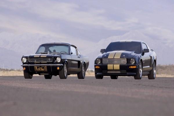 Dos generaciones de Ford Mustang