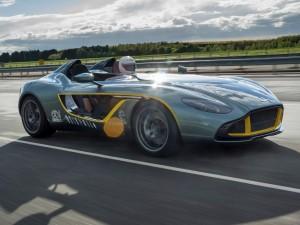 Pilotando un Aston Martin CC100