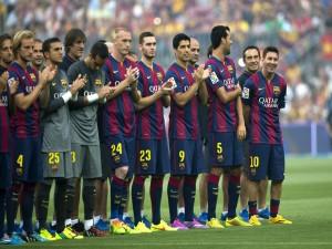 Jugadores del Fútbol Club Barcelona aplaudiendo
