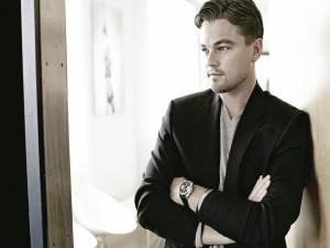 Leonardo DiCaprio posando