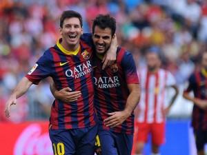Messi y Fabregas abrazados