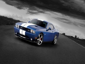 Dodge Challenger SRT de color azul