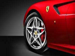 Lateral de un Ferrari rojo