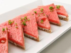 Sándwich de sandia y queso crema