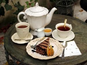 Té y una porción de tarta
