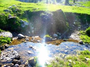 La luz del sol reflejada en un río