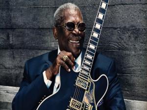 El gran músico B. B. King con su guitarra