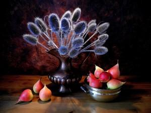 Bodegón con peras y un jarrón con flores secas
