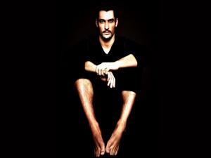 David Gandy vestido de negro