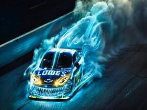 Chevrolet SS rodeado de luces azules