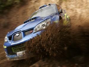 Subaru en el barro