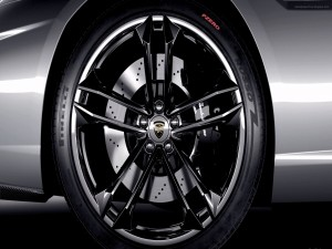 Rueda Pirelli en un Lamborghini