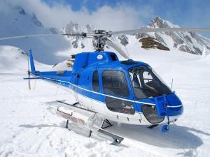 Helicóptero en la nieve