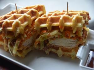 Sándwich de pollo con gofres