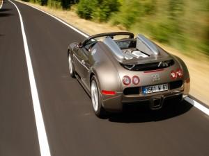 Una Bugatti Veyron EB 16.4 en la carretera
