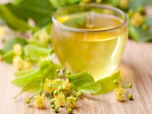 Vaso con té verde