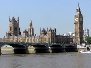 Palacio de Westminster junto al Támesis (Londres)