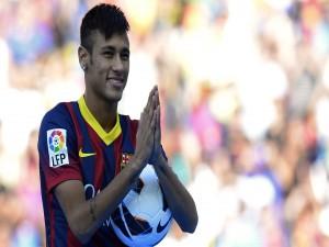 Neymar sonriendo con la camiseta del Barcelona