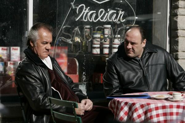 Paul Galtieri charlando con Tony Soprano