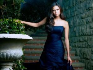 Elena con un bonito vestido (The Vampire Diaries)