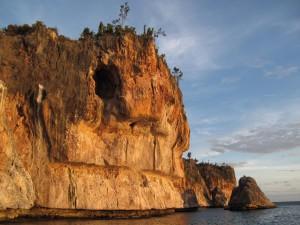 Cueva en el acantilado