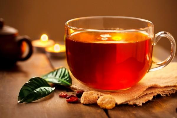 Una taza de té rojo