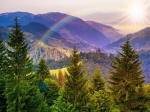 Arcoíris sobre las montañas