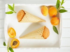 Conos con helado de albaricoques