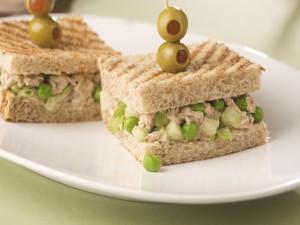Sándwiches de atún y guisantes