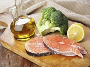 Salmón, brócoli y aceite de oliva