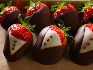 Unas fresas vestidas de chocolate