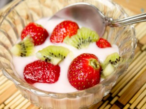 Kiwi y fresas con yogur
