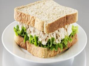 Postal: Sándwich de atún y lechuga