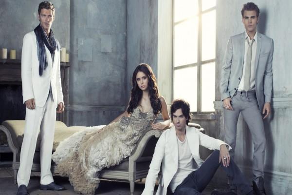 Elena, Stefan, Damon y Niklaus Mikaelson (The Vampire Diaries)
