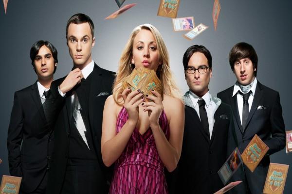 """Los chicos de """"The Big Bang Theory"""" con las cartas Mystic Warlords of Ka'a"""