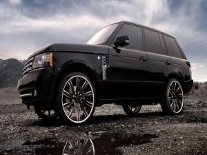 Range Rover en un lugar pedregoso