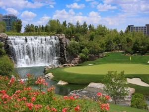 Cascada en un campo de golf
