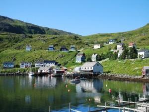 Verano en el pueblo pesquero de Akkarfjord (Noruega)