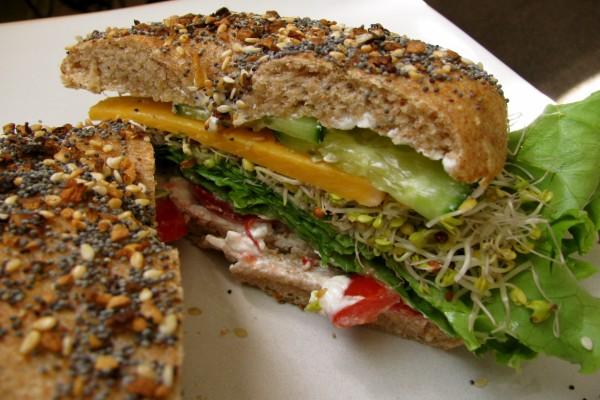 Un bagel vegetariano