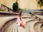 Una chica inmersa en sus pensamientos