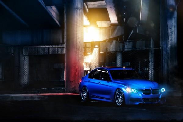 Un bonito BMW 335i F30 de color azul